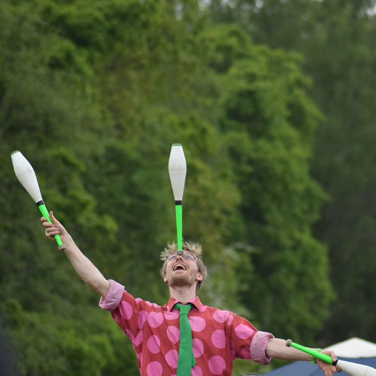 Juggler linking to Perform at the Show page